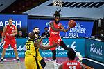 Paris LEE (BA) am Ball,<br /> vor Nathan BOOTHE (OL) und <br /> Rickey PAULDING (OL).<br /> <br /> Basketball 1.Bundesliga,BBL, nph0001-Finalturnier 2020.<br /> Viertelfinale am 18.06.2020.<br /> BROSE BAMBERG-EWE BASKETS OLDENBURG,<br /> Audi Dome<br /> <br /> Foto:Frank Hoermann / SVEN SIMON / /Pool/nordphoto<br /> <br /> National and international News-Agencies OUT - Editorial Use ONLY