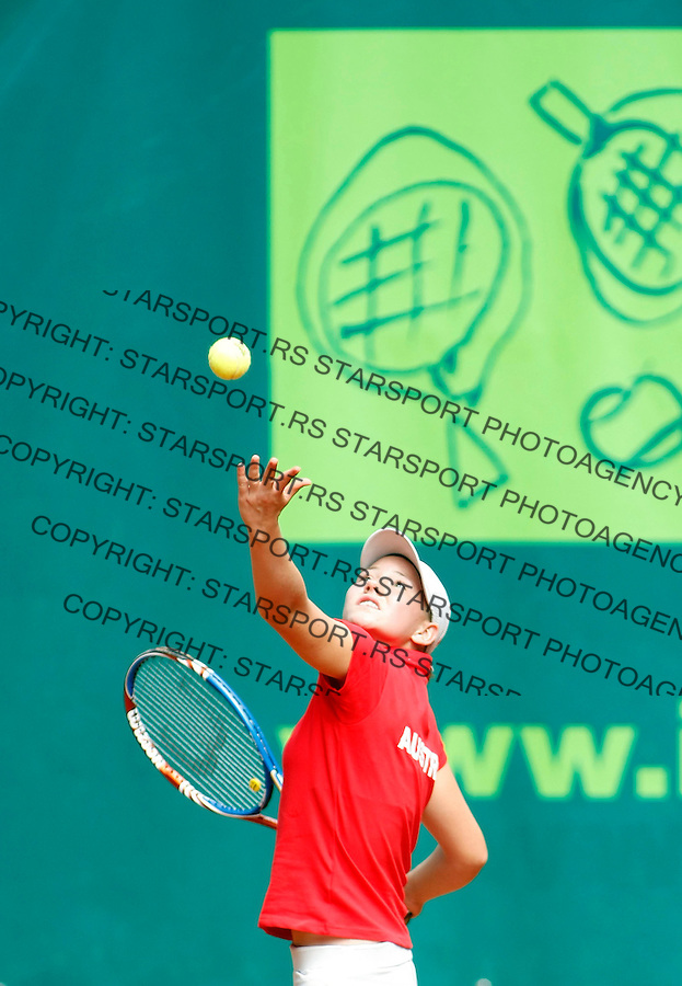Tenis, World Championship U-14.USA Vs. Austria.Jaqueline Zagler Vs. Grabrielle Andrews.Jaqueline Zagler, returnes.Prostejov, 02.08.2010..foto: Srdjan Stevanovic/Starsportphoto ©