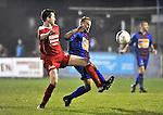2015-10-31 /voetbal / seizoen 2015 - 2016 / Olmen - Wezel / Een duel om de bal tussen Valkiers (l) (Olmen) en Moons (r) (Wezel)