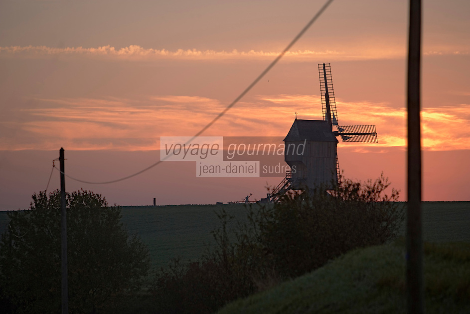 Europe/France/Champagne-Ardenne/Marne/Valmy: le Moulin de Valmy à l'aube