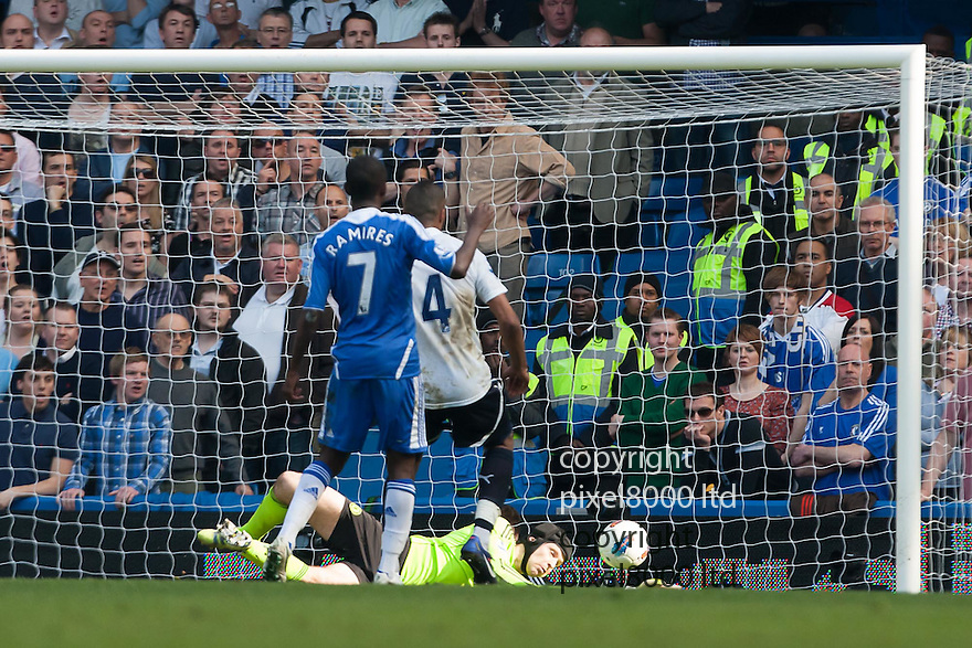 London, UK. Chelsea keeper Petr Cech did well to get down low and parry a free kick from Tottenham's Gareth Bal late on during Barclays Premier League fixture Chelsea versus Tottenham Hotspur at Stamford Bridge 24 Mar.  Byline David Fearn Pixel 8000 Ltd