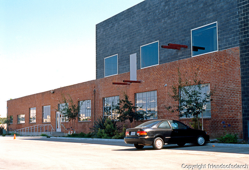 Eric Owen Moss: Pittard Sullivan Graphic Design. Severe, functional bldg. of design workspaces (presumably) south side of parking lot. Photo 1999.