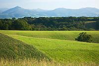 Europe/France/Aquitaine/64/Pyrénées-Atlantiques/Pays-Basque/Env d' Hasparren:  Les Pyrénées basques vues depuis la Route impériale des cîmes, construite par Napoléon 1er, offrant une magnifique vue sur les Pyrénées.