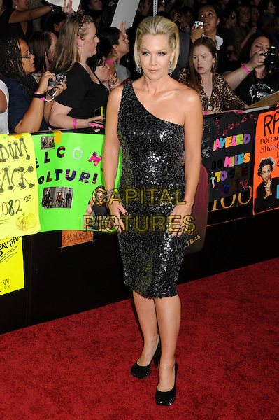"JENNIE GARTH.""Twilight: New Moon"" Los Angeles Premiere held at Mann's Village Theatre, Westwood, California, USA..November 16th, 2009.full length dress shoes shiny black one shoulder paillettes.CAP/ADM/BP.©Byron Purvis/AdMedia/Capital Pictures."