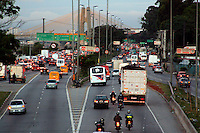 SAO PAULO, SP, 16 DE MAIO DE 2012 - TRANSITO CAPITAL PAULISTA - Transito na Marginal Tiete na altura da ponte da Casa Verde na regiao oeste da capital paulista, neste quarta-feira, 16. (FOTO: LOLA OLIVEIRA / BRAZIL PHOTO PRESS).