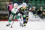 V&auml;ster&aring;s 2015-01-11 Bandy Elitserien V&auml;ster&aring;s SK  - Broberg S&ouml;derhamn :  <br /> Broberg S&ouml;derhamns Stefan Larsson i kamp om bollen med Max M&aring;rtensson under matchen mellan V&auml;ster&aring;s SK  och Broberg S&ouml;derhamn <br /> (Foto: Kenta J&ouml;nsson) Nyckelord:  Bandy Elitserien ABB Arena Syd V&auml;ster&aring;s SK VSK Broberg S&ouml;derhamn