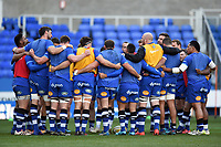 The Bath Rugby team huddle together during the pre-match warm-up. Aviva Premiership match, between London Irish and Bath Rugby on November 19, 2017 at the Madejski Stadium in Reading, England. Photo by: Patrick Khachfe / Onside Images