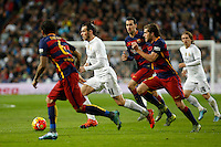 Real Madrid´s Gareth Bale (C) and Barcelona´s Sergi Roberto and Sergio Busquets during 2015-16 La Liga match between Real Madrid and Barcelona at Santiago Bernabeu stadium in Madrid, Spain. November 21, 2015. (ALTERPHOTOS/Victor Blanco) /NortePhoto