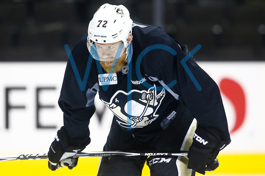 Patric Hornqvist #72 of the Pittsburgh Penguins takes a breather during practice at the SAP Center in San Jose, California on June 5, 2016. (Photo by Jared Wickerham / DKPS)