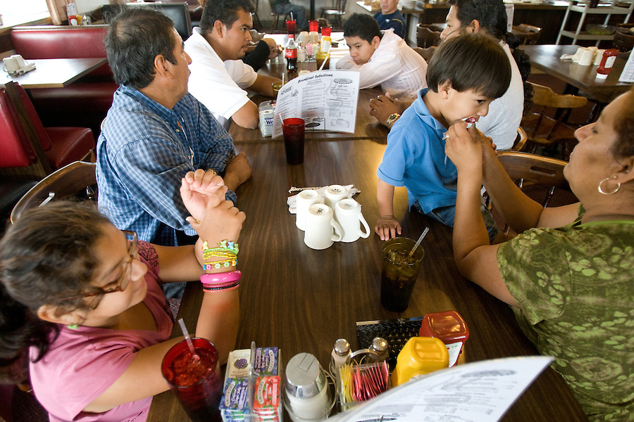 leaving0627 The Sanchez family eats lunch at a truck stop diner while moving to Pennsylvania. (Pat Shannahan/ The Arizona Republic)