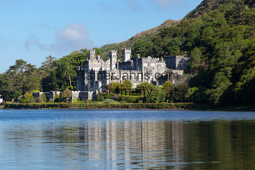 Ireland, County Galway, Connemara, near Letterfrack: Kylemore Abbey   Irland, County Galway, Connemara, bei Letterfrack: Kylemore Abbey