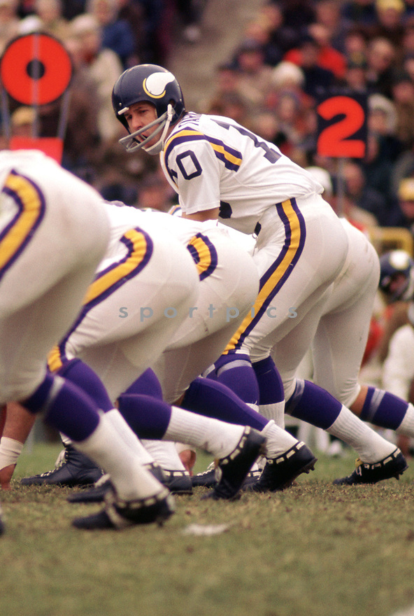Minnesota Vikings Fran Tarkenton (10) in action during a game from the 1972 season with the Minnesota Vikings. Fran Tarkenton played for 18 years with two different teams, was a 9-time Pro Bowler and was inducted to the Pro Football Hall of Fame in 1986.(SportPics)