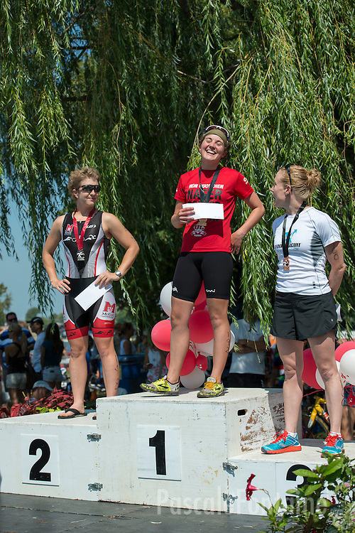 The three female winners of the Olympic Triathlon (1,5 Km swimming, 40 Km biking and 10 Km running).