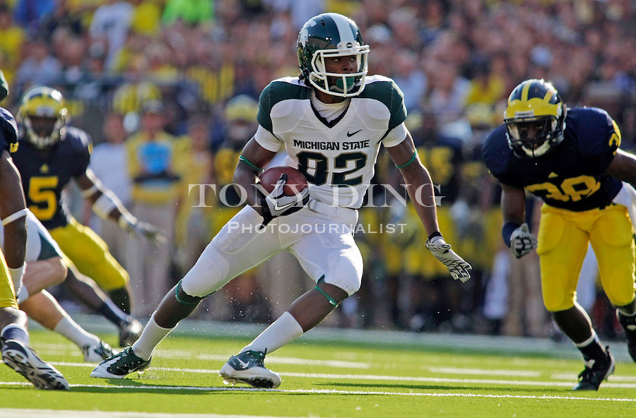 Michigan State wide receiver Keshawn Martin (82) rushes on a carry in the second quarter of an NCAA college football game, Saturday, Oct. 9, 2010, in Ann Arbor, Mich. (AP Photo/Tony Ding)