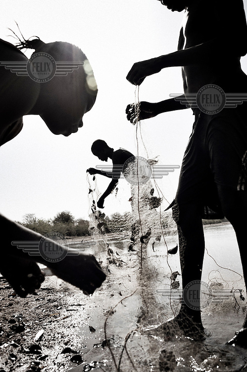 South Suda. 18 March 2011...Fishermen along the banks of the river Jur, a Nile tributary, in the state of western Bahr el Ghazal..