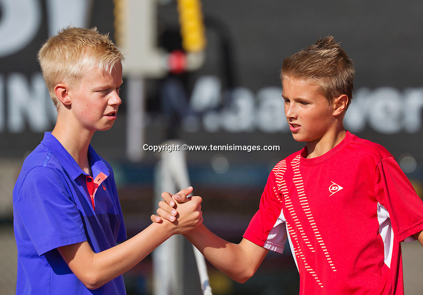 Netherlands, Rotterdam August 05, 2015, Tennis,  National Junior Championships, NJK, TV Victoria, Kaj van den Heuvel is congratulated by Bram Poel (L)<br /> Photo: Tennisimages/Henk Koster