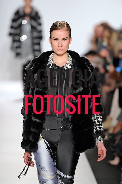 Nova Iorque, EUA &ndash; 02/2014 - Desfile de Denis Basso durante a Semana de moda de Nova Iorque - Inverno 2014. <br /> Foto: FOTOSITE