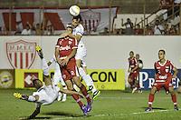 MOGI MIRIM, SP, 04 de MAIO 2013 -Lance durante a Semifinal Mogi Mirim x Santos no Estadio Romildo Vitor Gomes Ferreira (Romildao) em Mogi Mirim  (FOTO: ADRIANO LIMA / BRAZIL PHOTO PRESS).