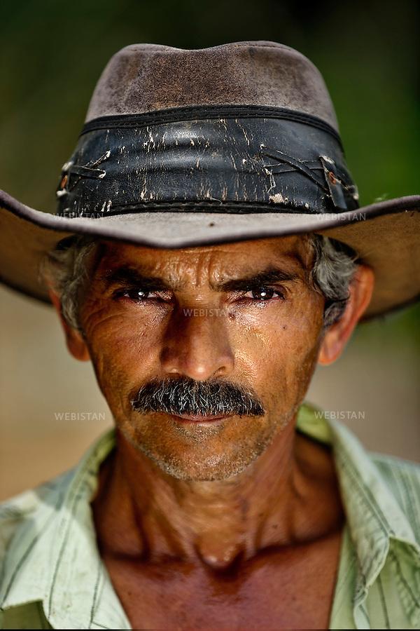 Bresil, Rio Grande do Sul, Campestre, 13 fevrier 2013<br /> Portrait de Joao Aparecido Leite, fermier dans un champ de cafe, dont la mission du jour est de preparer la terre autour de chaque plant de cafe.<br /> Reportage les Chants de cafe_soul of coffee, realise sur les acteurs terrain du programme de developpement durable Triple AAA de Nespresso.<br /> <br /> Brazil, Rio Grande do Sul, Campestre, February 13, 2013<br /> A portrait of Joao Aparecido Leite, a coffee farmer, whose mission of the day is to prepare the soil around each coffee plant. <br /> Assignment: les Chants de cafe_ Soul of Coffee, implemented on the fields of Nespresso&rsquo;s sustainable development program Triple AAA.