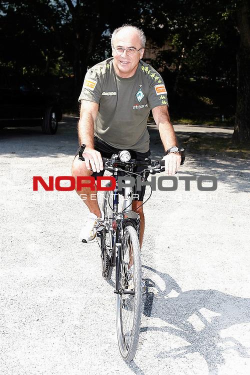 FBL 07/08 Trainingslager Werder Bremen in Bad Ragaz, Schweiz<br /> <br /> Manfred M&uuml;ller ( Mueller )  (Gesch&auml;ftsf&uuml;hrer Marketing und Management)| auf dem Rad im Trainingslager<br /> <br /> Foto &copy; nph (  nordphoto  )<br /> <br /> <br /> <br /> <br /> <br /> <br /> <br />  *** Local Caption ***