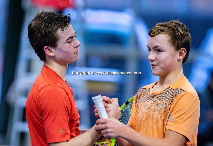 Hilversum, Netherlands, December 2, 2018, Winter Youth Circuit Masters, Daniel Verbeek (NED) (L) and Kyvan Rietkerk (NED) staking hands<br /> Photo: Tennisimages/Henk Koster