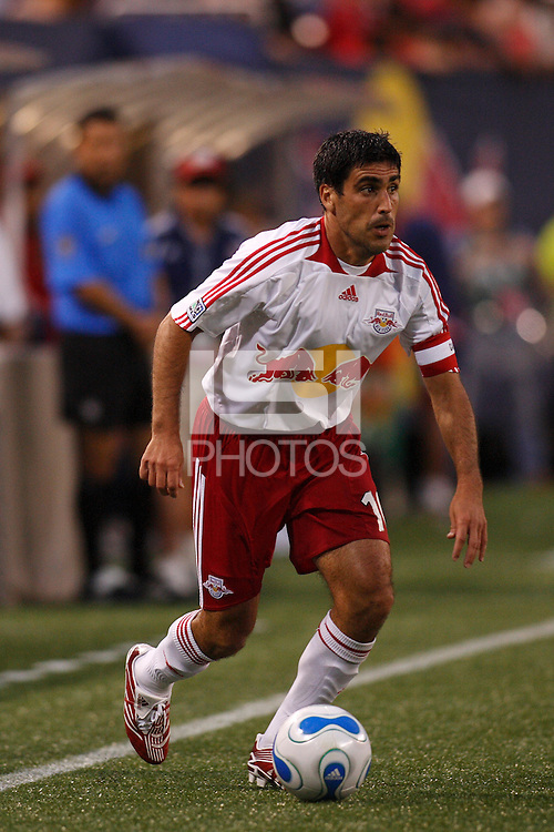 New York Red Bulls midfielder (10) Claudio Reyna. CD Chivas USA defeated the New York Red Bulls 2-0 in an MLS regular season match at Giants Stadium, East Rutherford, NJ, on July 26, 2007.