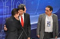 OSASCO, SP, 03 SETEMBRO DE 2012 – DEBATE REDETV – ATENÇÃO EDITOR: FOTO EMBARGADA PARA VEÍCULOS INTERNACIONAIS: Candidato a prefeitura de São Paulo Celso Russomano (e) Fernando Haddad durante debate realizado na noite desta segunda feira (03) pela RedeTV, na sede da emissora em Osasco. (FOTO: LEVI BIANCO / BRAZIL PHOTO PRESS).