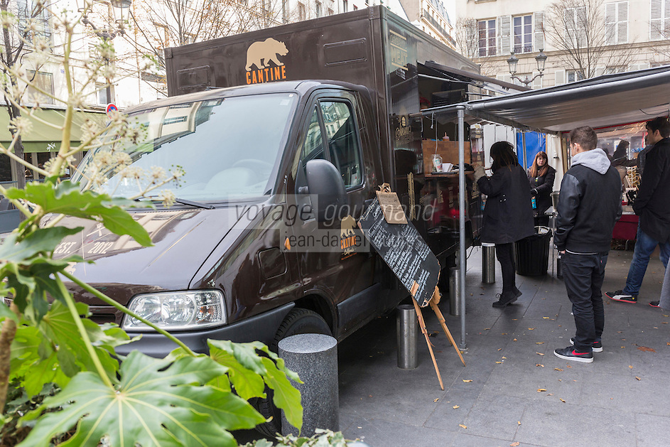 Europe, France, Ile de France, 75001 Paris: Place du Marché Saint Honoré, Cantine California est le premier food truck à préparer ses burgers