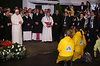 BOGOTÁ - COLOMBIA, 08-09-2017:  El Papa Francisco escucha a víctimas de la violencia a su llegada a la Nunciatura Apostolica en el segundo día en Colombia. El Papa Francisco realiza la visita apostólica a Colombia entre el 6 y el 11 de septiembre de 2017 llevando su mensaje de paz y reconciliación por 4 ciudades: Bogotá, Villavicencio, Medellín y Cartagena. / Pope Francisco listen to war victims during his arrive to Apostolic Nunciature in his second day in Colombia. Pope Francisco makes the apostolic visit to Colombia between September 6 and 11, 2017, bringing his message of peace and reconciliation to 4 cities: Bogota, Villavicencio, Medellin and Cartagena. Photo: VizzorImage /  Inaldo Perez / Cont