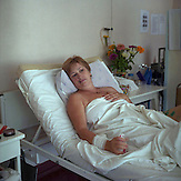 Irina wird im Krankenhaus in Nikolaevska behandelt. Sie wurde w&auml;hrend der Bombardierung schwer verletzt.<br /> <br /> Slovyansk, Region Donezk, Donbass, Ostukraine, Juli 2014. Menschen vor ihren zerbombten H&auml;usern. / Slovyansk, Donetsk region, Donbass, East Ukraine, July 2014. People in front of their homes after bombing. <br /> <br /> On April 12, 2014, during the ongoing crisis following the 2014 Ukrainian revolution, masked men in army fatigues and bulletproof vests armed with Kalashnikov assault rifles captured the executive committee building, the police department, and SBU office in Sloviansk.On April 13, 2014, there were reports of fighting between the gunmen and Ukranian troops, with casualties on both sides.The city was held by separatist forces until July 5, 2014, when pressed by the Ukrainian army they had to retreat from Sloviansk.<br /> Slovyansk, Donetsk region, Donbass, East Ukraine, July 2014.
