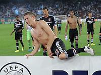 FUSSBALL   CHAMPIONS LEAGUE   SAISON 2011/2012  Qualifikation  23.08.2011 FC Zuerich - FC Bayern Muenchen Bastian Schweinsteiger (FC Bayern Muenchen) klettert ueber die Werbebande