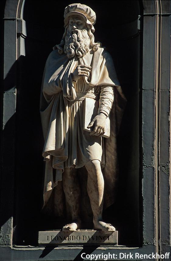 Uffizien, Statue von Leonardo da Vinci, Florenz, Toskana, Italien, Unesco-Weltkulturerbe.