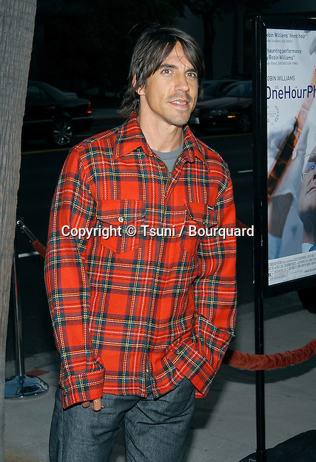 """Anthony Kiedis (Red Hot Chili Pepper) arriving at the premiere of """"One Hour Photo"""" at the Academy of Motion Picture Arts and Sciences in Los Angeles. August 22, 2002.           -            KiedisAnthony_RedHotChP30.jpg"""