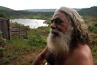 """OlÌvio EugÍnio dos Santos 66 anos conhecido como Barbud""""o do Buraco da Vi˙va, natural do Maranh""""o, trabalha como garimpeiro em Serra Pelada a 25 anos.<br /> Com a mudanÁa .ocorrida.OlÌvio aguarda a reabertura do garimpo transformado em lago nos fundos de sua casa.<br /> 18/12/2005<br /> CurionÛpolis, Par·, Brasil.<br /> Foto Paulo Santos/Interfoto"""