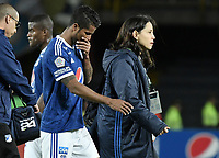 BOGOTA - COLOMBIA, 09-09-2018: Cesar Carrillo jugador de Millonarios deja el campo de juego lesionado durante el encuentro entre Millonarios y Atletico Junior por la fecha 9 de la Liga Águila II 2018 jugado en el estadio Nemesio Camacho El Campin de la ciudad de Bogotá. / Cesar Carrillo player of Millonarios leaves the field after being injuring during the match between Millonarios and Atletico Junior for the date 9 of the Liga Aguila II 2018 played at the Nemesio Camacho El Campin Stadium in Bogota city. Photo: VizzorImage / Gabriel Aponte / Staff.