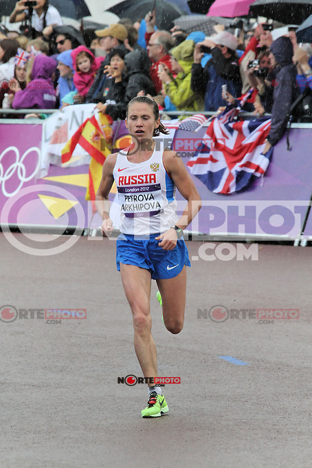 LONDON - AUGUST 05: Petrova Tatyana Arkhipova wins Bronze for Russia in the Women's Olympic Marathon, Buckingham Palace, London, UK. August 05, 2012. (Photo by Richard Goldschmidt) /NortePhoto.com<br />