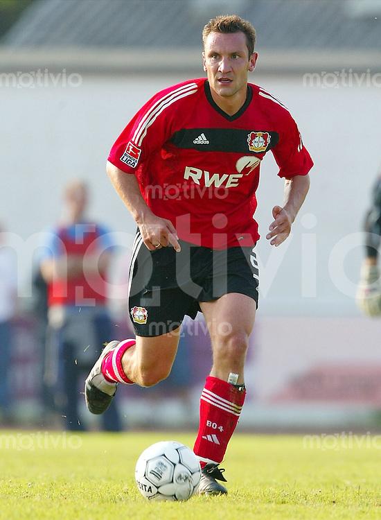Fussball  1. Bundesliga Saison 2003/2004 Ingo HERTZSCH, Einzelaktion am Ball Bayer 04 Leverkusen