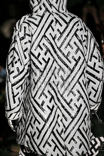 Londres, Inglaterra &ndash; 08/01/2014 - Desfile de KTZ durante a Semana de moda masculina de Londres - Inverno 2014. <br /> Foto: FOTOSITE