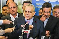 SÃO PAULO, SP, 25 MARÇO 2013 - COLETIVA PSDB CONGRESSO -  O presidente nacional do PSDB Sérgio Guerra atende jornalistas no do Congresso do PSDB, na capital paulista, nesta segunda-feira, 25. (FOTO: WILLIAM VOLCOV / BRAZIL PHOTO PRESS).