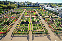 "France, Jardins du château de Villandry, le potager traité en jardin à la française // France, Gardens of Villandry castle, the kitchen garden treated like a ""jardin à la française""."