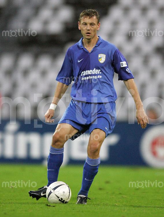 Karlsruhe , 201006 , Saison 2006/2007 ; Fussball 2.Bundesliga Karlsruher SC - FC Carl Zeiss Jena  Krzysztof KOWALIK (Jena) am Ball