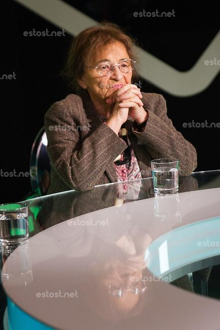 UNGARN, 02.2014, Budapest. Die Philosophin Ágnes Heller im Fernsehsender ATV. | The philosopher Agnes Heller at the ATV TV-studios.<br />  @ Szilard Voros/estost.net