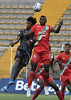 BOGOTA - COLOMBIA, 12-03-2020: Jairo Palacios del Tigres disputa el balón con Duvan Viafara de Cortuluá durante partido entre Tigres F.C. y Cortuluá por la fecha 7 del Torneo BetPlay DIMAYOR I 2020 jugado en el estadio Metropolitano de Techo de la ciudad de Bogotá. / Jairo Palacios of Tigres vies for the ball with Duvan Viafara of Cortulua during match between Tigres F.C. and Cortulua for the date 7 as part of BetPlay DIMAYOR Tournament I 2020 played at Metropolitano de Techo stadium in Bogota city. Photo: VizzorImage / Gabriel Aponte / Staff
