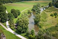 Deutschland, Bayern, Oberbayern, Naturpark Altmuehltal, bei Altendorf: Kanufahrt auf der Altmuehl, auch der Altmuehltal Radweg laeuft hier entlang | Germany, Upper Bavaria, Nature Park Altmuehl Valley, near Altendorf: canoeing on river Altmuehl, cycling on biking trail Altmuehl Valley