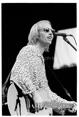 Tom Petty performing in the San Francisco Bay area.<br /> October 2, 1991  ** NO GERMANY *** &copy; Jay Blakesberg / MediaPunch