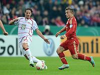 FUSSBALL  DFB POKAL       SAISON 2012/2013 FC Bayern Muenchen - 1 FC Kaiserslautern  31.10.2012 Alexander Bugera (li, 1. FC Kaiserslautern) gegen Xherdan Shaqiri (FC Bayern Muenchen)
