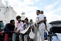 Rifugiati sgomberati da Piazza Venezia
