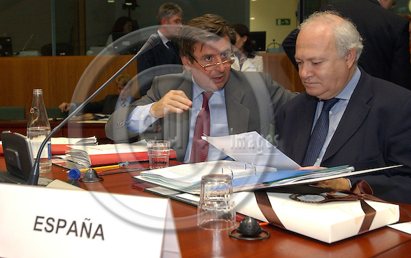 Brussels-Belgium - November 02, 2004---European Ministers of Foreign Affairs meet on General Affairs and External Relations, at the 'Justus Lipsius', seat of the Council of the European Union in Brussels; here, Miguel Angel MORATINOS (ri), Minister of Foreign Affairs and Cooperation of Spain, with Carlos BASTARRECHE SAGÜES (le).Ambassador Extraordinary and Plenipotentiary Permanent Representative of Spain to the EU, at the beginning of the meeting.---Photo: Horst Wagner/eup-images