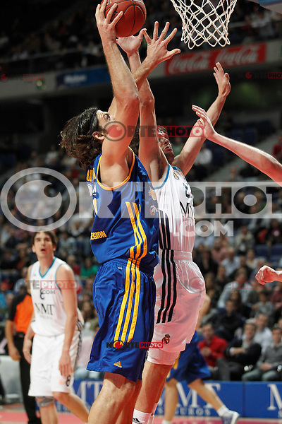 Real Madrid's Sergio Llull (r) and BC Khimki MR's Kresimir Loncar during Euroleague 2012/2013 match.November 23,2012. (ALTERPHOTOS/Acero) /NortePhoto