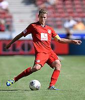 Fussball  1. Bundesliga  Saison 2013/2014  2. Spieltag VfB Stuttgart - Bayer Leverkusen     17.08.2013 Lars Bender (Bayer 04 Leverkusen) am Ball